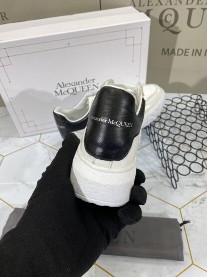 alexander mcqueen ayakkabi sneaker beyaz arkasi siyah deri