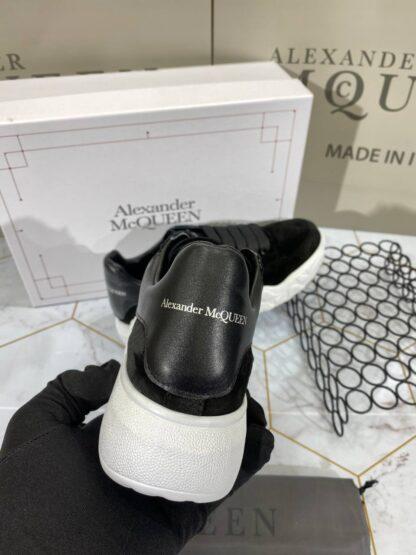 alexander mcqueen ayakkabi sneaker beyaz siyah suet