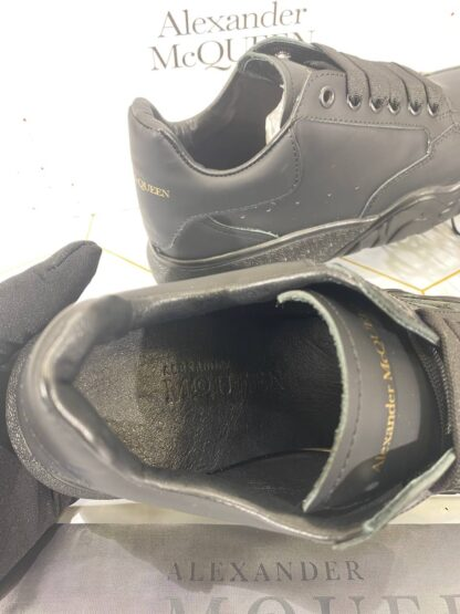 alexander mcqueen ayakkabi sneaker siyah gold yazili