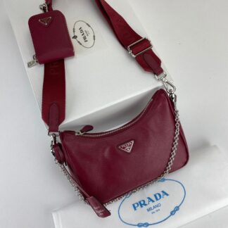 prada canta re edition 2005 saffiano omuz cantasi deri bordo 22x18 cm