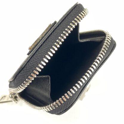 prada canta re edition 2005 saffiano omuz cantasi deri siyah acik kirmizi logo 22x18 cm