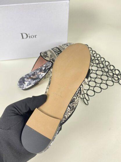 christian dior ayakkabi nakisli siyah bej terlik 2021
