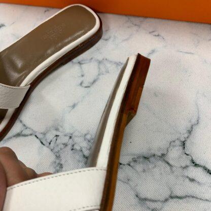 hermes ayakkabi beyaz terlik tirtikli deri