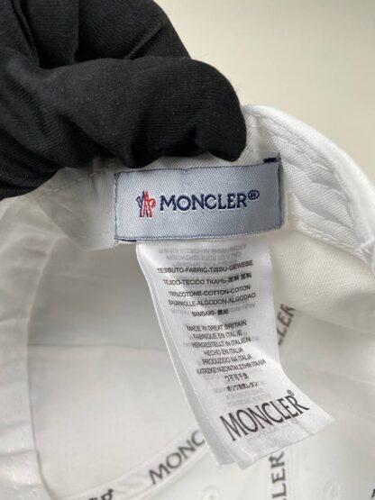 moncler sapka beyaz siyah yazili standart beden
