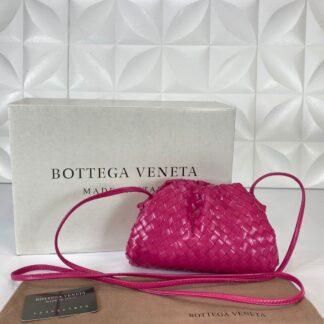 bottega veneta canta deri the pouch mini boy fusya pembe 22x12 cm orgulu