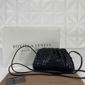 bottega veneta canta deri the pouch mini boy siyah 22x12 cm orgulu