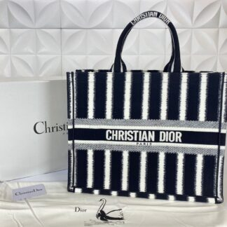 christian dior canta d stripes book tote siyah beyaz nakisli 42x36 cm