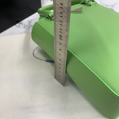 prada canta small brushed leather tote neon yesil renk ithal 20x14x9 cm