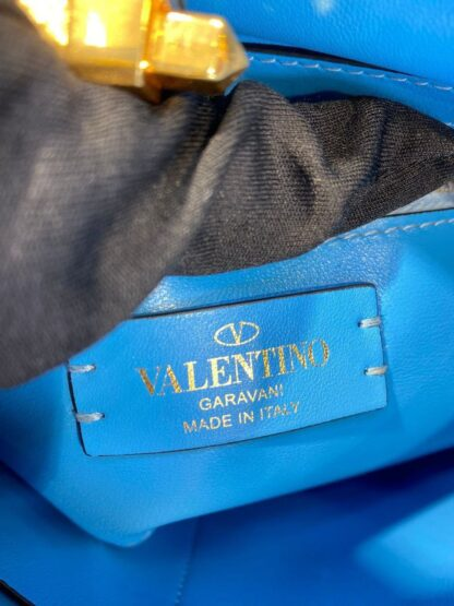 valentino canta roman stud mavi buyuk boy 21x17 hakiki deri ithal